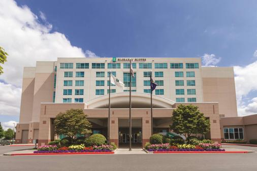 Embassy Suites by Hilton Portland Airport - Portland - Building