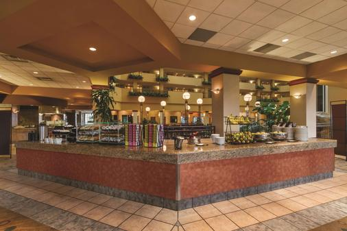 Embassy Suites by Hilton Portland Airport - Portland - Buffet