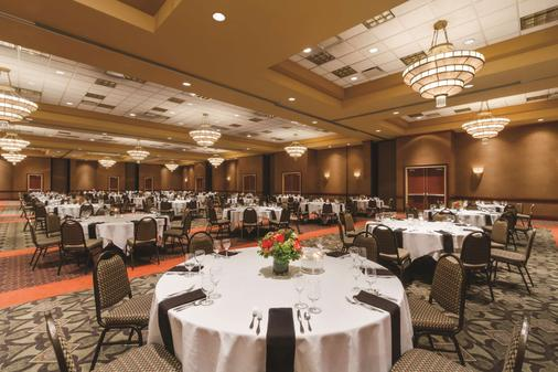 Embassy Suites by Hilton Portland Airport - Portland - Banquet hall