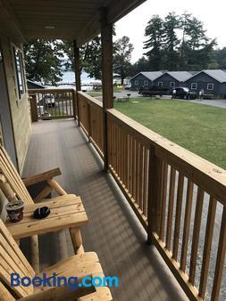Blue Lagoon Resort - Hồ Lake George - Ban công