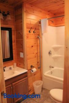 Blue Lagoon Resort - Lake George - Bathroom