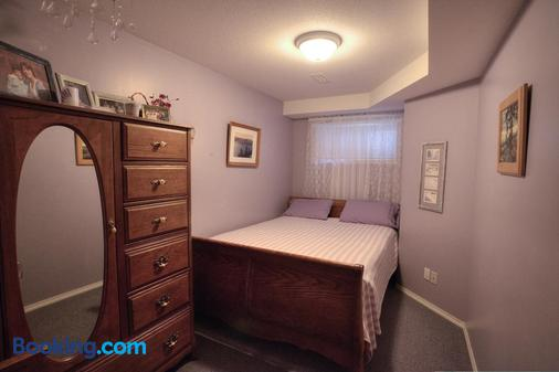 Hummingbird Bed and Breakfast - Clearwater - Bedroom