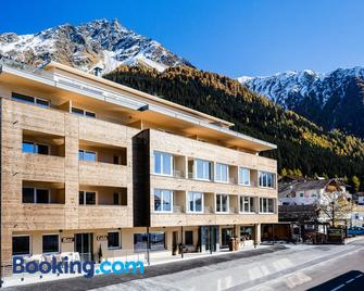 Aktiv Hotel Edelweiss - Resia - Gebäude