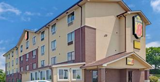Super 8 by Wyndham Nashville/ Dntn/ Opryland Area - Nashville - Building
