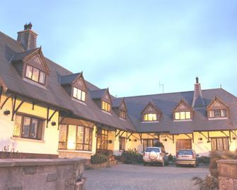 Glenshandan Lodge Guest House - Swords - Building