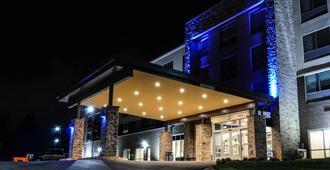 Holiday Inn Express & Suites Charlotte Ne - University Area - Charlotte - Rakennus