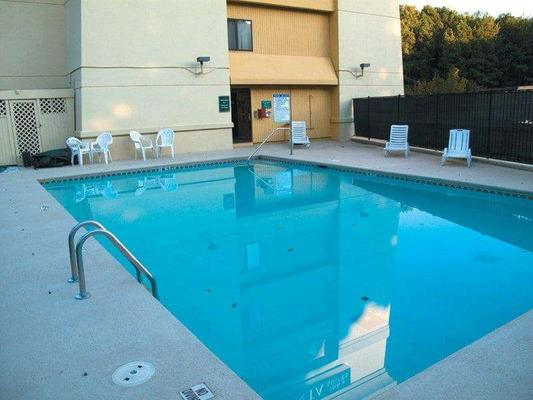 La Quinta Inn & Suites by Wyndham Atlanta Roswell - Roswell - Piscina
