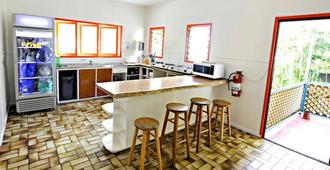 Why Not Backpackers - Cairns - Kitchen