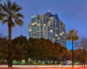 Hilton Los Angeles North/Glendale & Executive Meeting Center - Glendale - Edifício