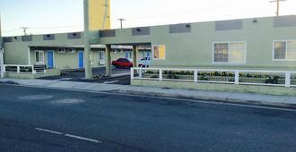 Town House Motel - Lynwood - Building