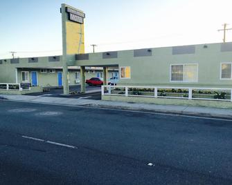 Town House Motel - Lynwood - Building