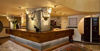 Croce Di Malta Hotel - Florence - Front desk