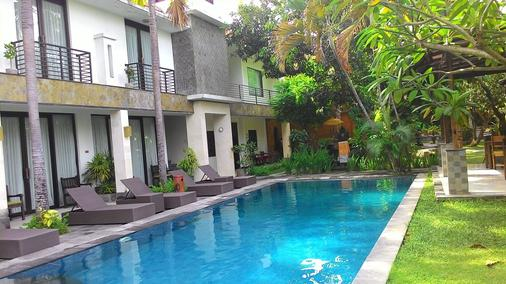 普里馬哈拉尼精品酒店 - 登巴薩 - 登巴薩 - 游泳池