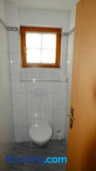 Landhaus Falkner - Längenfeld - Bathroom