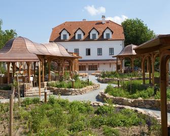 Babiccina Zahrada Penzion & Restaurace - Pruhonice - Edificio