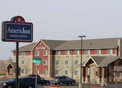 AmericInn by Wyndham Cedar Rapids - Cedar Rapids - Building