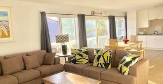 5 bedroom-5 second walk to Beach - Biển Newport - Phòng khách