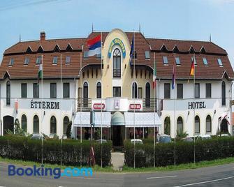 Hotel Orchidea - Balástya - Building