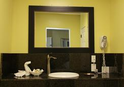 El Royale Hotel Near Universal Studios Hollywood - Los Angeles - Bathroom