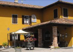 Agriturismo Ca' Brusà - Monforte d'Alba - Building