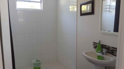 Roatan Sweecret Retreat - Oak Ridge - Bathroom