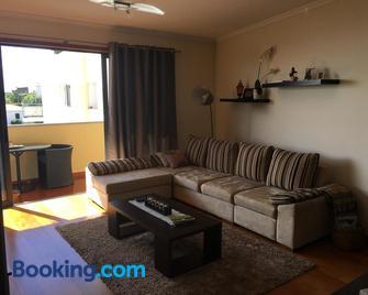 Atlantis Apartment - Камара-де-Лобуш - Living room