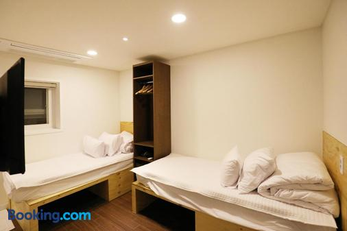 Step Inn Myeongdong 1 - Seoul - Bedroom