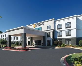 La Quinta Inn & Suites by Wyndham Kennesaw - Kennesaw - Building