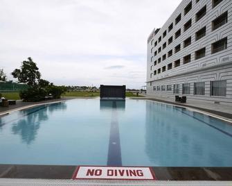 Hotel Naveen Lakeside - Хублі - Басейн