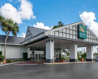 Quality Inn & Suites and Conference Center - Brooksville - Gebouw