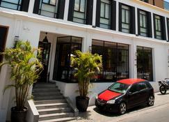 Grand Hotel Urban - Ταναναρίβη - Κτίριο