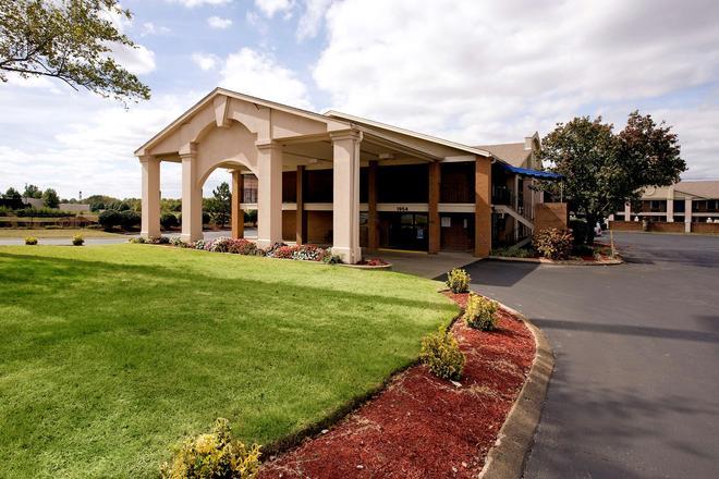 Americas Best Value Inn & Suites Murfreesboro - Murfreesboro - Rakennus