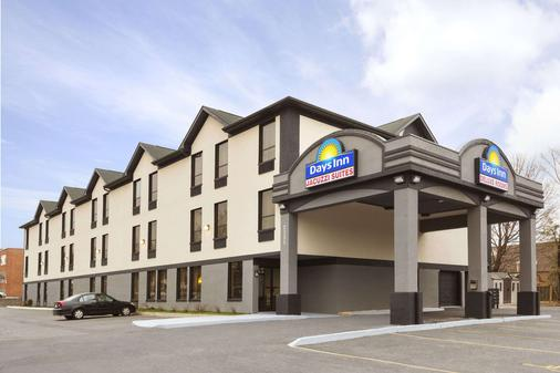 Days Inn by Wyndham Toronto East Lakeview - Toronto - Rakennus