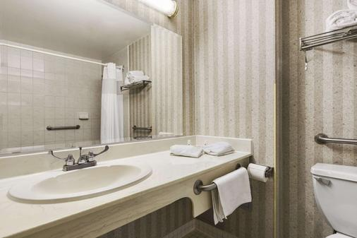 Days Inn by Wyndham Toronto East Lakeview - Toronto - Kylpyhuone