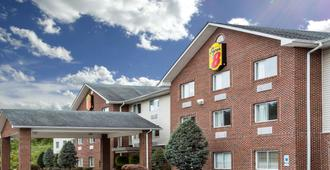 Super 8 by Wyndham Huntington WV - Хантингтон
