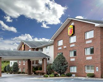 Super 8 by Wyndham Huntington WV - Huntington - Building