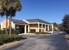 Econo Lodge - Cordele - Building