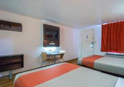 Motel 6 Round Rock - Round Rock - Bedroom