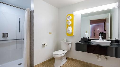 Motel 6 Round Rock - Round Rock - Bathroom
