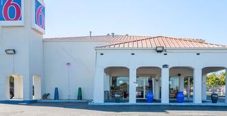 Motel 6 Round Rock - Round Rock - Edificio