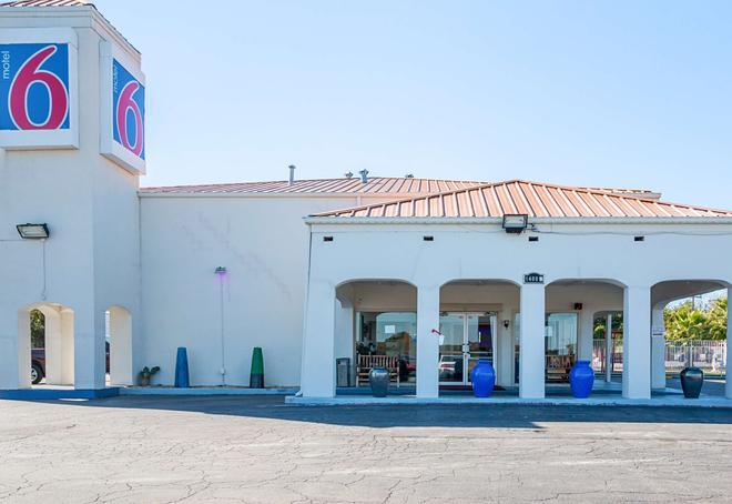 Motel 6 Round Rock - Round Rock - Building