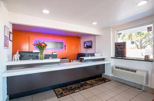 Motel 6 Round Rock - Round Rock - Front desk