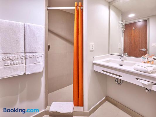 City Express Junior San Luis Potosi Carranza - San Luis Potosí - Bathroom