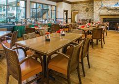 Ramada by Wyndham Des Moines Tropics Resort & Conference Ctr - Des Moines - Restaurant