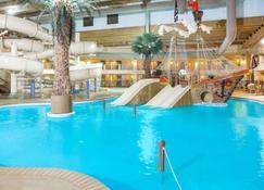 Ramada Tropics Resort & Conf Center By Wyndham Des Moines - Des Moines - Pool