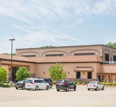 Ramada by Wyndham Des Moines Tropics Resort & Conference Ctr