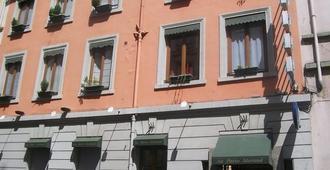 Hotel Au Patio Morand - Lyon - Building