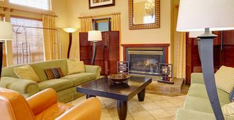 Phoenix Inn Suites - Eugene - Eugene - Living room