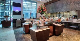 Ramada by Wyndham Gurgaon Central - Gurugram - Restaurant