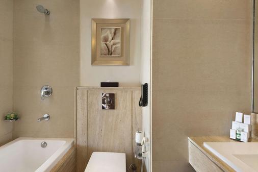 Ramada by Wyndham Gurgaon Central - Gurgaon - Phòng tắm